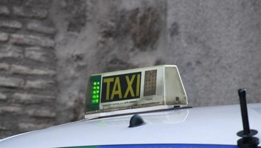 Los taxistas de Bilbao están obligados a esperar a que sus clientas entren al portal