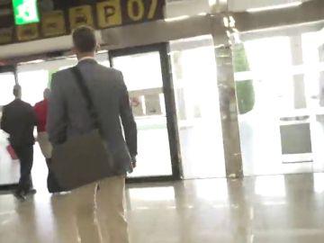 Iñaki Urdangarin aterriza en el aeropuerto de Palma  para recoger la orden de ingreso en prisión