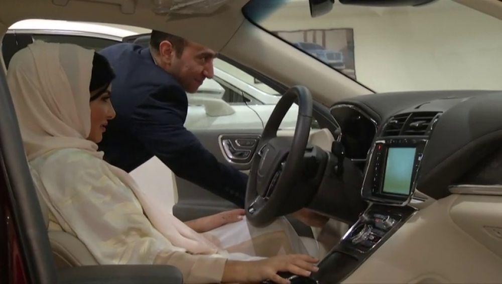 Las mujeres toman el volante en Arabia Saudí