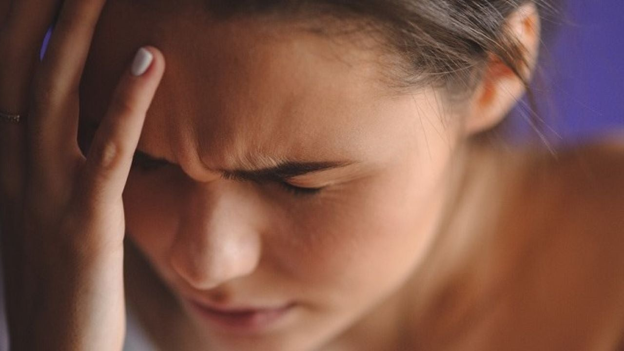 Dolor de cabeza en los huesos de las cejas