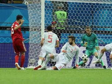 Momento del gol que fue anulado por el linier