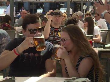 Los españoles se dejan de media 2000 euros por persona en los bares