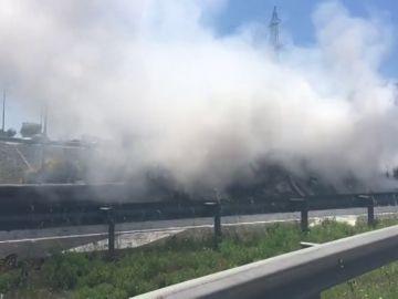 Cortada la A-1 a la altura de San Sebastián de los Reyes por un camión que ha salido ardiendo