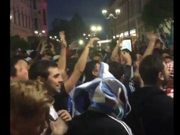 La afición de Argentina canta en las calles de Rusia