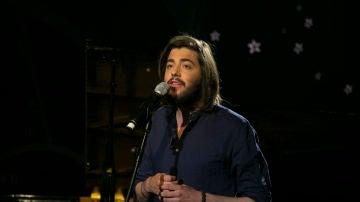 Salvador Sobral nos fascina con su peculiar actuación de la canción 'Prometo não prometer'en 'El Hormiguero 3.0'