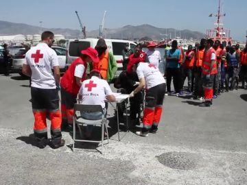 Llegan en buen estado a Motril 87 personas rescatadas de dos pateras