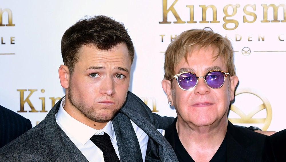 Taron Egerton junto a Elton John