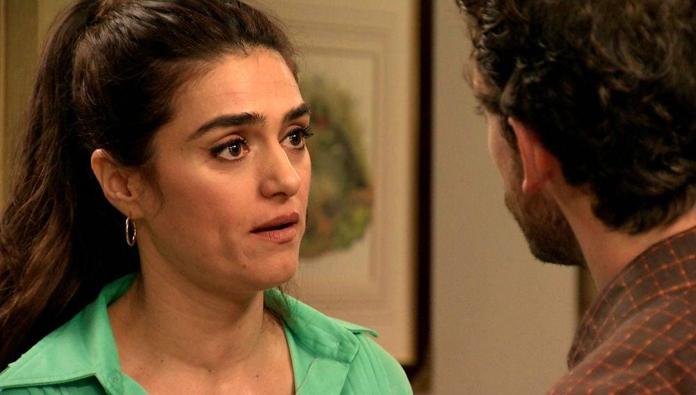 Vicky se enfada con Javier por trabajar con Dávila