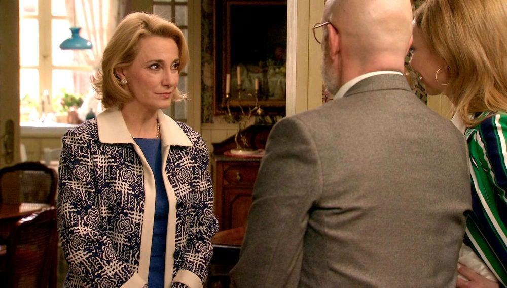Matilde, celosa al ver a Azevedo con otra mujer