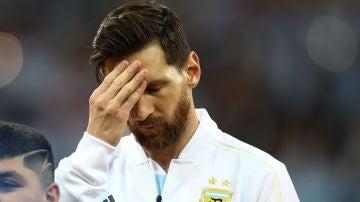 Leo Messi se echa la mano a la cabeza antes del Argentina - Croacia