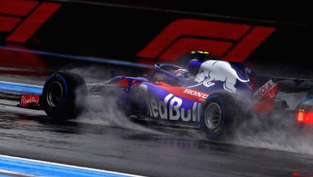 Pierre Gasly rueda por un mojado trazado del Paul Ricard