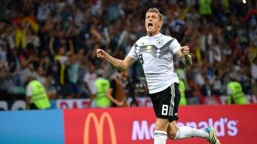 Kroos celebra su gol contra Suecia