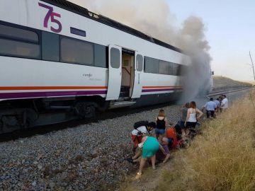 El tren que conecta Huelva y Madrid por Extremadura sufre un incendio