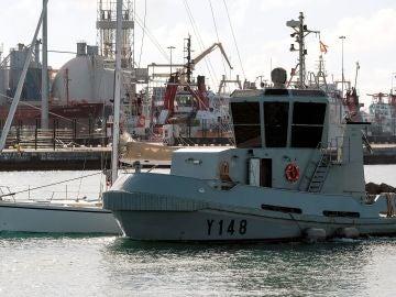 El velero que transportaba 1.850 kilos de cocaína llegando a Canarias