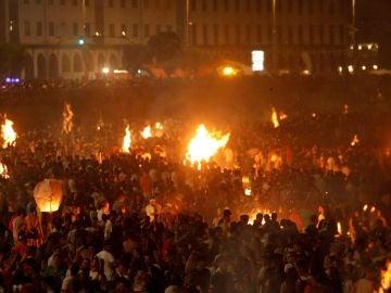 Decenas de hogueras encendidas en las playas de A Coruña
