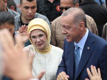 Erdogan gana elecciones presidenciales con 53% de apoyo