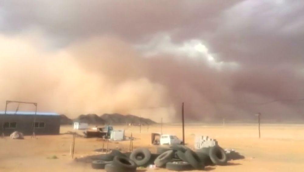 Una tormenta de arena deja en sombras la región de Mongolia Interior