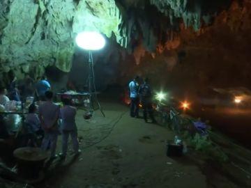 Continúa la búsqueda de un equipo de fútbol amateur en una cueva de Tailandia