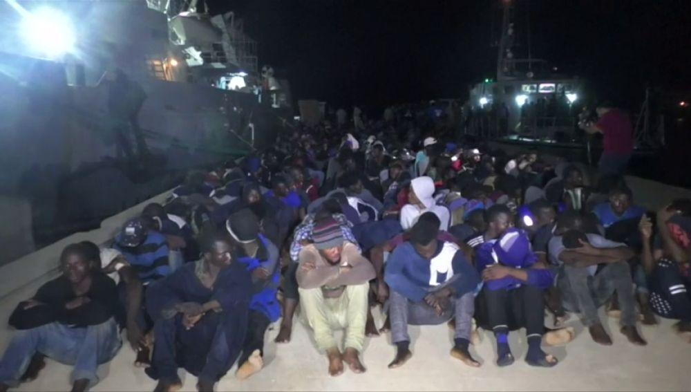 Salvini viaja a Libia mientras 300 inmigrantes esperan a que se les asigne puerto