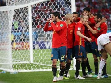 Isco celebra el gol ante Marruecos