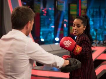 Becky G muestra en 'El Hormiguero 3.0' sus técnicas de boxeo