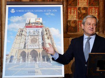 Correos subsana el error y lanza un sello dedicado a la Catedral de León