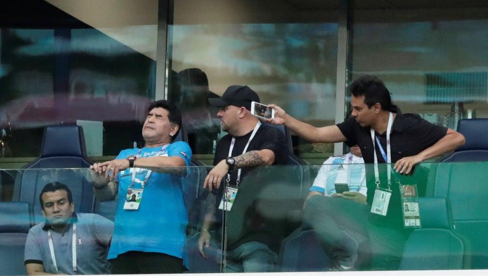 Maradona, en un momento del partido entre Nigeria y Argentina