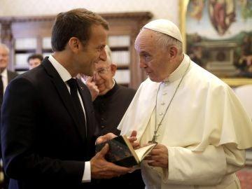 El papa Francisco y el presidente francés, Emmanuel Macron
