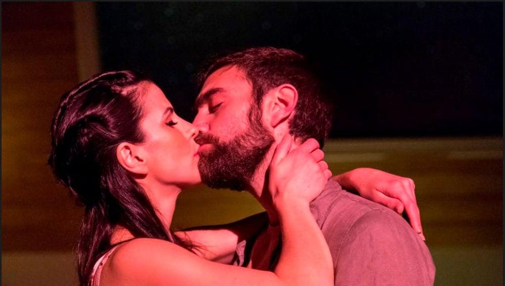 Noemí Ruiz y Jon Plazaola, de desconocidos en 'Allí Abajo' a enamorados en 'Mandíbula afilada'