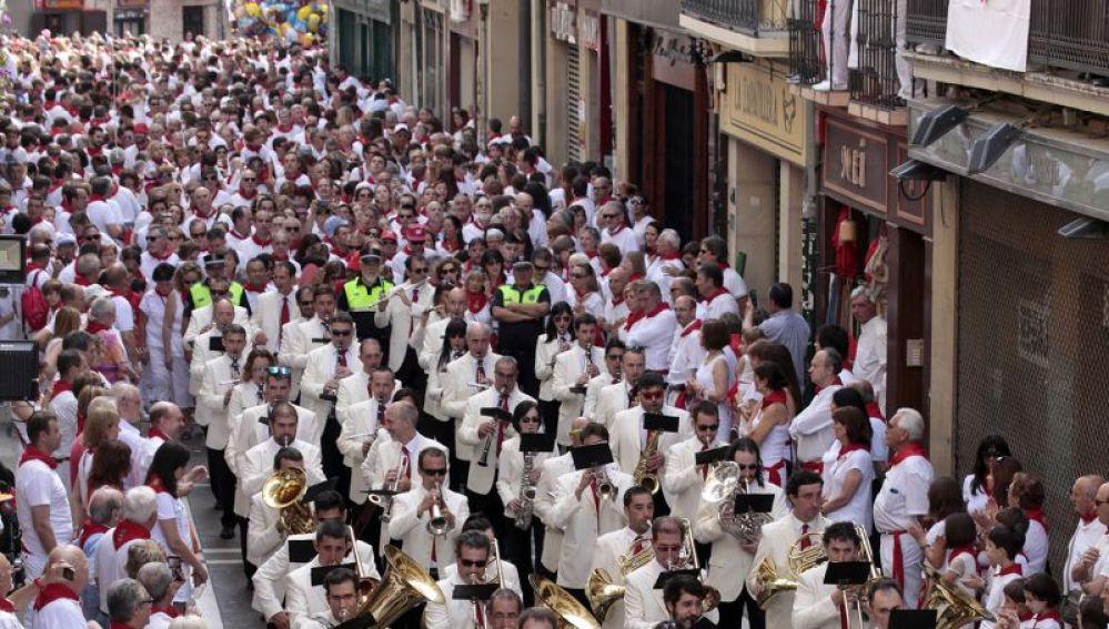 Imagen de archivo de una procesión durante San Fermín