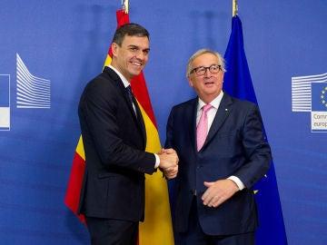 Pedro Sánchez con Jean Claude Juncker