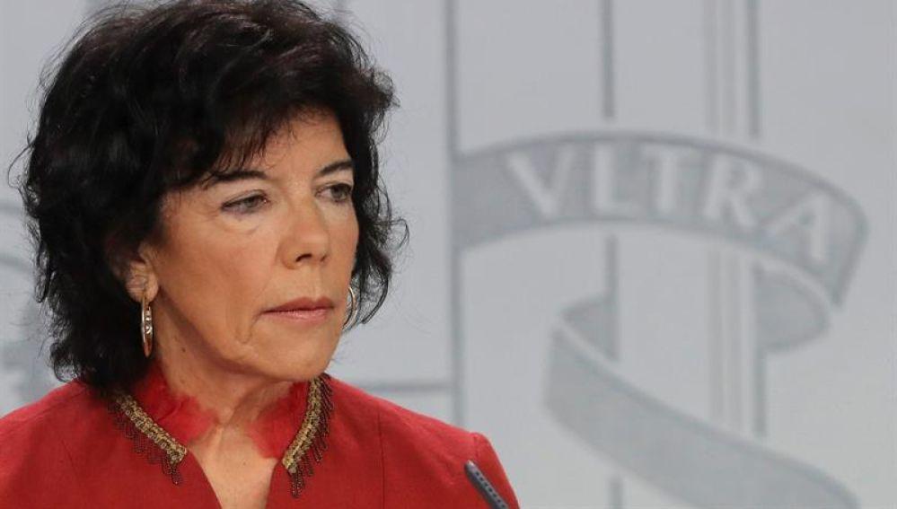 Isabel Celaá durante la rueda de prensa tras el Consejo de Ministros
