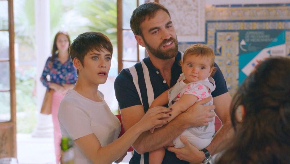 Carmen, Iñaki y Elaia, juntos en Sevilla ante la mirada de Gotzone