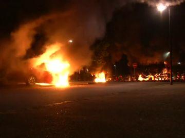 Nantes vive la cuarta noche de disturbios con al menos 35 coches incendiados