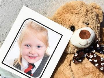 Homenaje a la pequeña Alesha MacPhail, violada y asesinada en Escocia