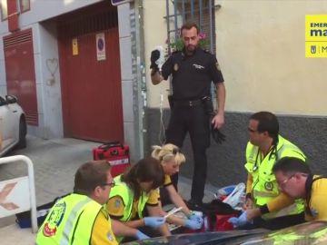 Una mujer de 34 años se pone de parto en plena calle y dos policías nacionales la asisten