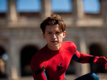 Tom Holland interpretando a Spiderman