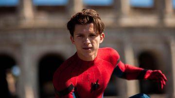 Tom Holland interpretando a Spiderman