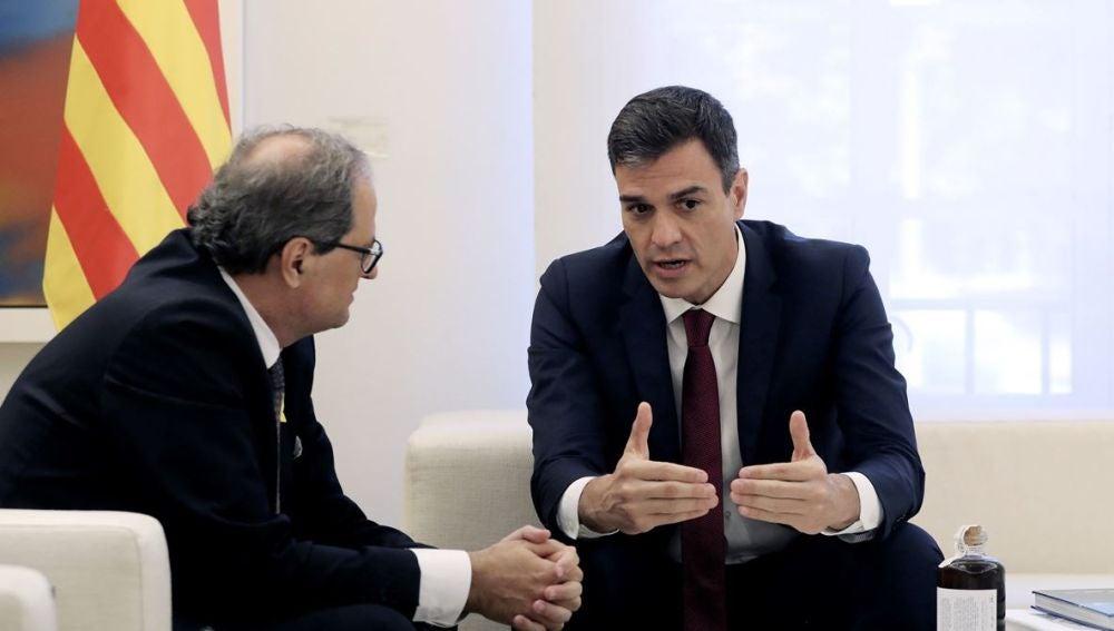Pedro Sánchez durante su encuentro con Quim Torra