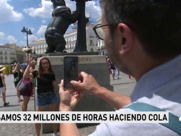 Cada español pasa 32 millones de horas haciendo colas