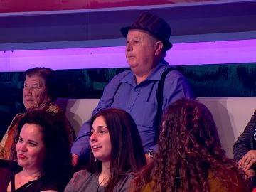 Arturo Valls hace que un hombre del público de 'Ahora Caigo' saque su lado más artístico