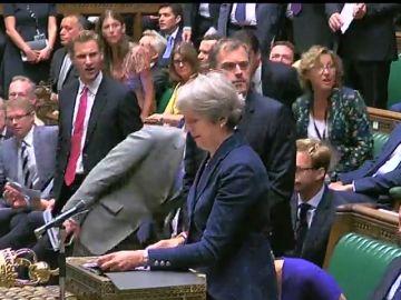 Se agrava la crisis del gobierno británico con la dimisión de dos ministros clave