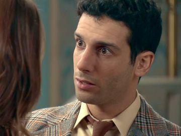 Ignacio, furioso al enterarse que Héctor está enamorado de María