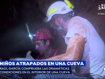 Un reportero de Espejo Público comprueba las dramáticas condiciones de estar en el interior de una cueva similar a la de Tailandia
