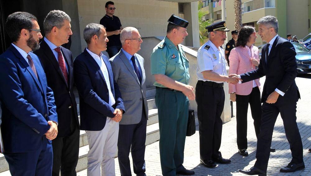 El ministro del Interior, Fernando Grande-Marlaska, saluda a los mandos de la Policía Nacional, la Guardia Civil y a las autoridades
