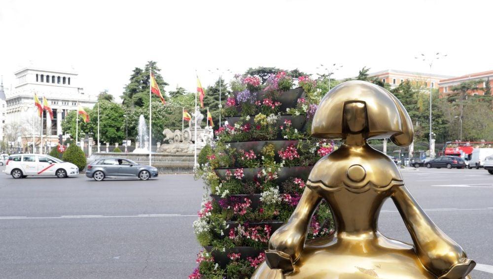 Vista de la Menina instalada en la plaza de Cibeles de la capital