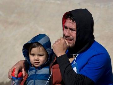 Uno de los niños separados en la frontera con México