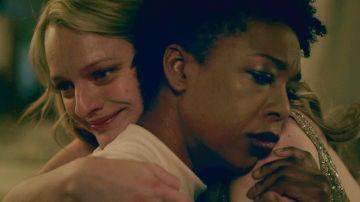 """June averigua la cruel prisión en la que vive Moira: """"Olvídate de escapar, de Gilead no sale nadie"""""""
