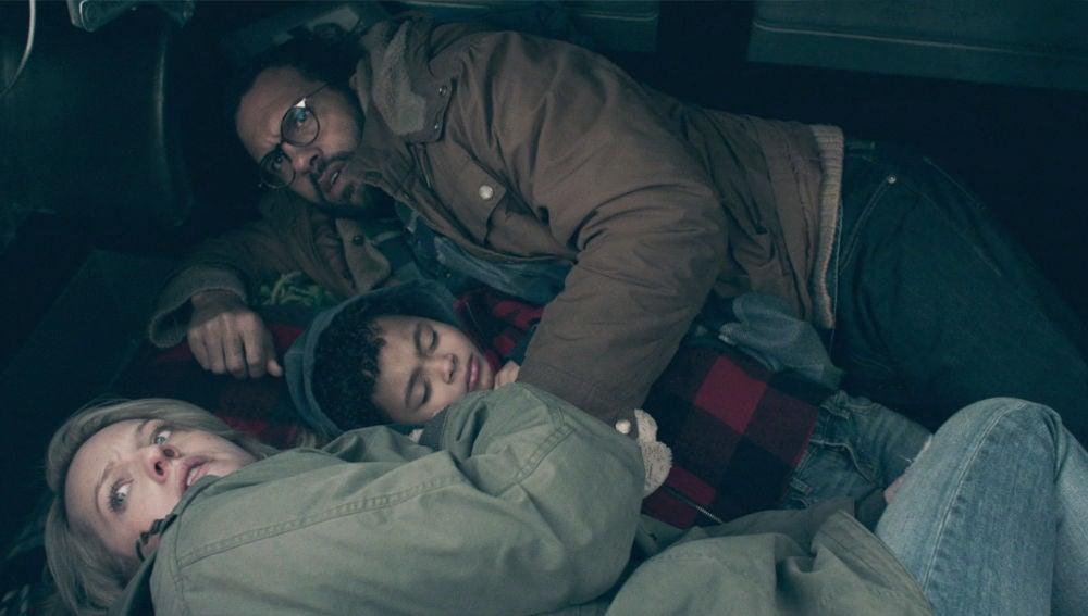 Luke, June y Hannah sufren un tenso percance dentro de un maletero durante su huida de Gilead