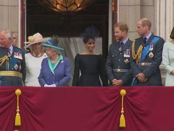 Los principales miembros de la familia real británica celebran el centenario de la RAF